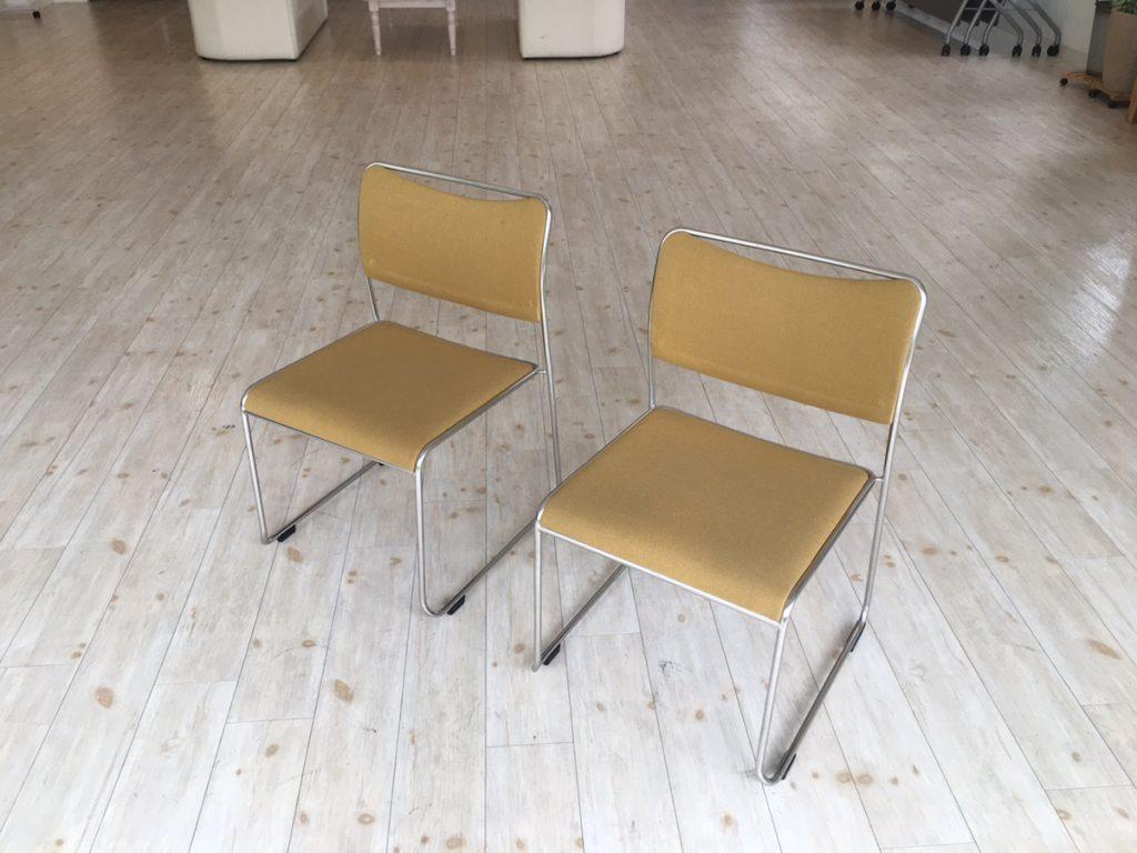 名駅フリースペースの椅子