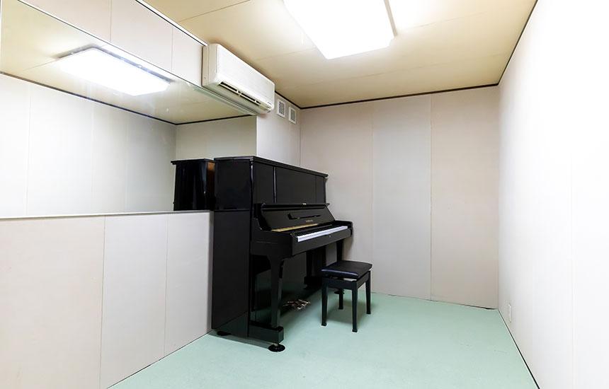 防音室Aにもアップライトピアノ設置しました。