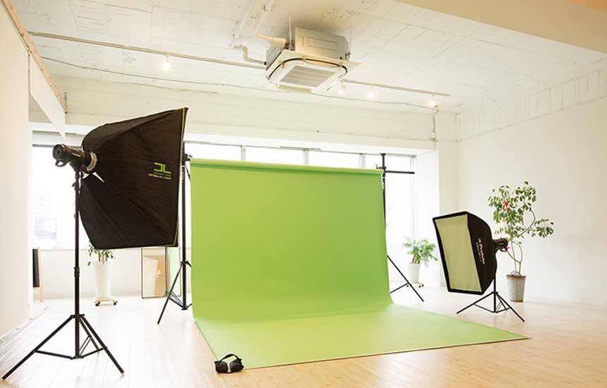 天井高があるので動画やスチールの撮影スタジオとしても。※照明機材はイメージです