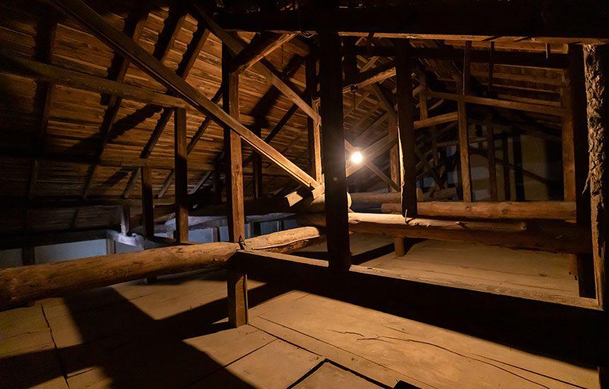 昭和区古民家スタジオの屋根裏