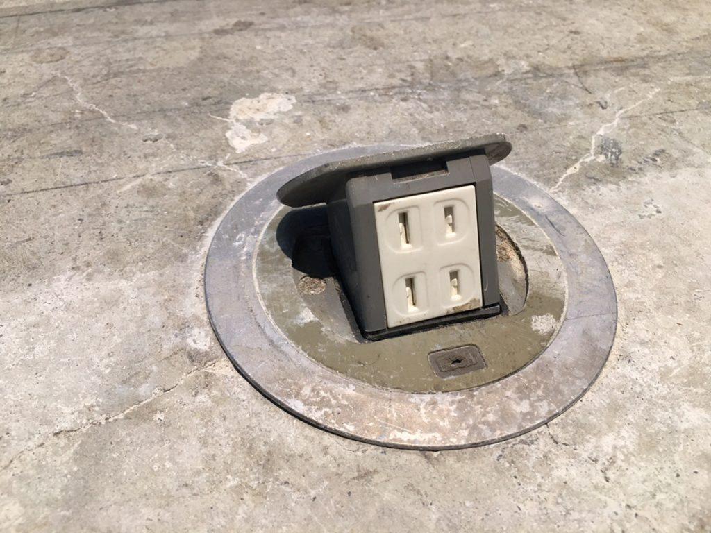 床埋め込み式コンセント